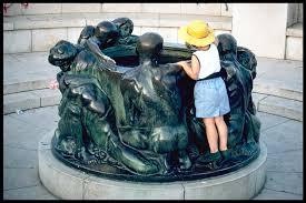 sculpture well